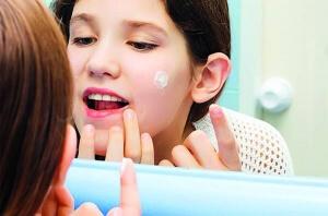 обличчя чисте від зубної пасти